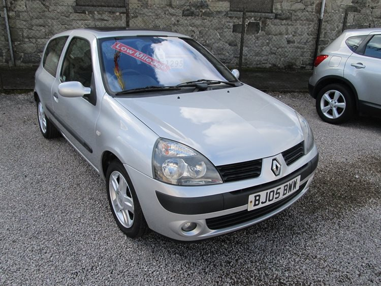 Renault Clio 1.2 Dynamique 3 Door Hatchback in Silver Metallic