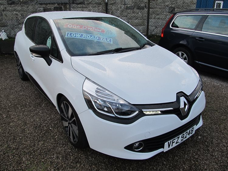 Renault Clio 0.9 TCe MediaNav Dynamique S 5 Door Hatchback in White