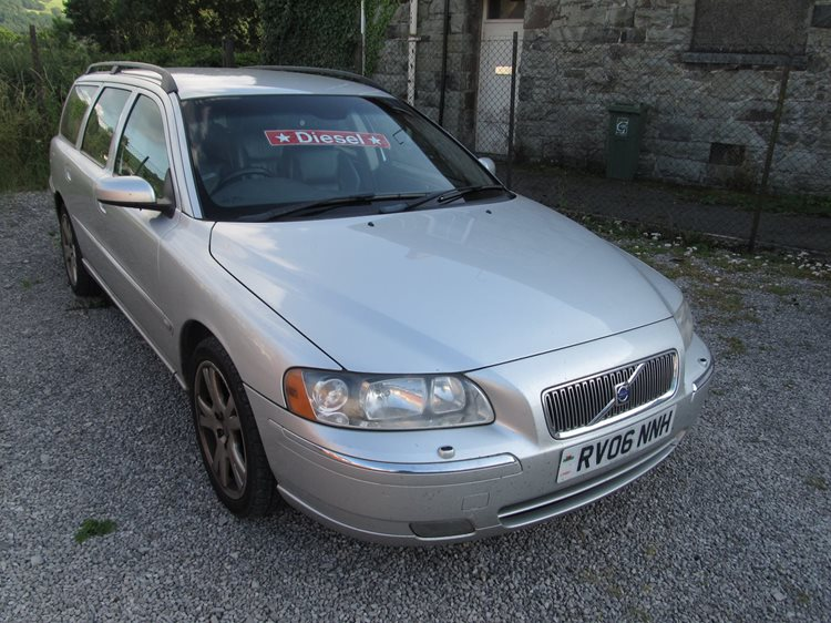 Volvo V70 2.4TD D5 SE 5 Door Estate in Silver Metallic