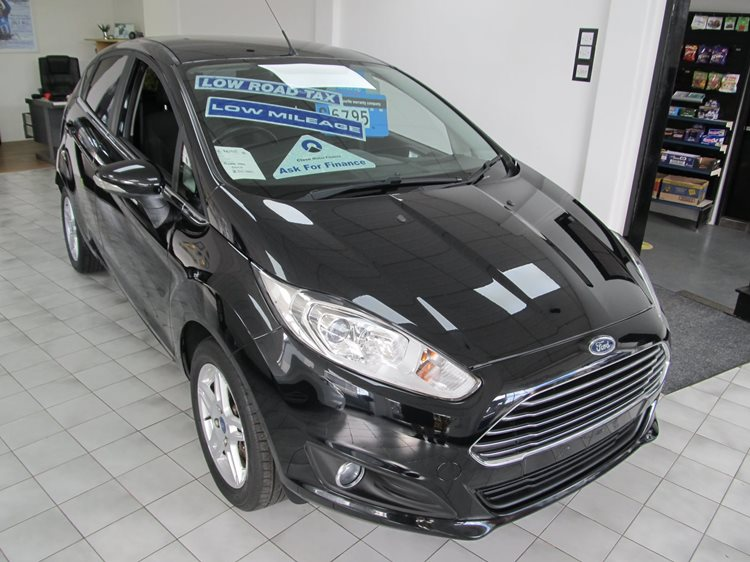 Ford Fiesta 1.25 Zetec 5 Door Hatchback in Black Metallic