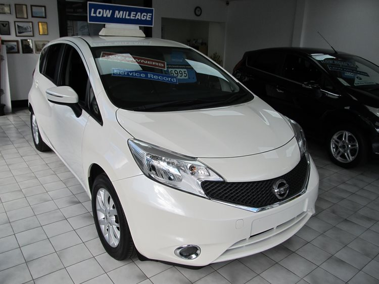 Nissan Note 1.2 Acenta Premium 5 Door Hatchback in metallic White