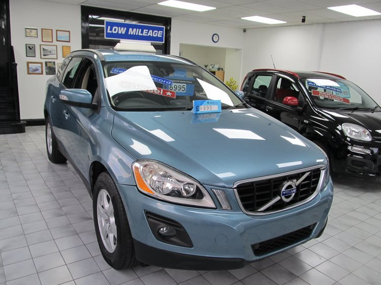 Volvo XC60 2.4 D5 DRIVe ( 175ps) S 5 Door MPV in Blue Metallic